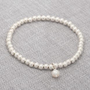 stretch bracelet in silver and pearl